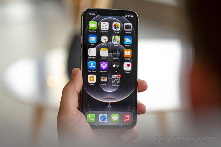 Сравнение дисплеев iPhone 11 и iPhone 12